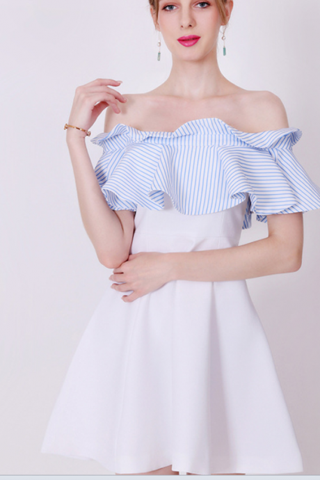 The a-line dress with a white stripe and a neckline shows a thin middle skirt