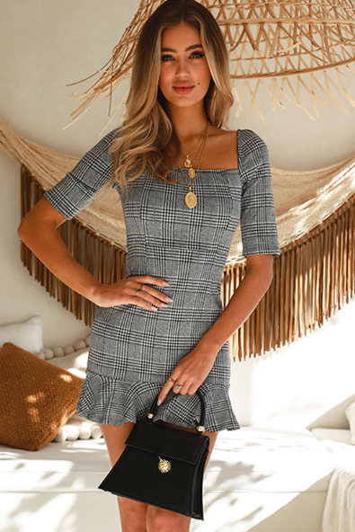 Dress temperament shows thin plaid short sleeve to restore ancient ways falbala flexibility wraps buttock skirt