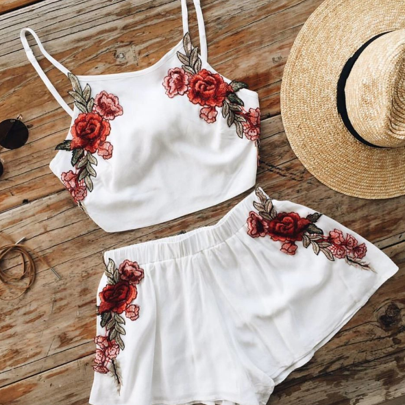 FASHION WHITE FLOWER TWO PIECE SUIT